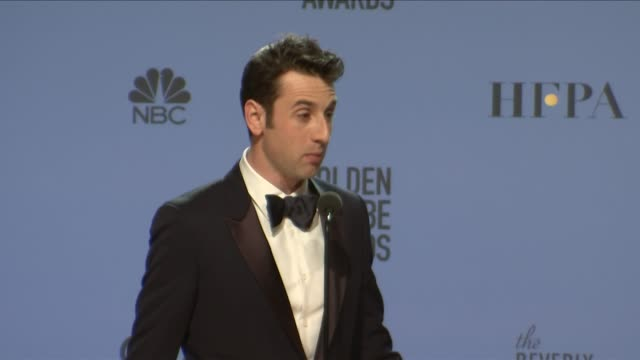 vidéos et rushes de benj pasek, justin hurwitz and justin paul at 74th annual golden globe awards - press room at the beverly hilton hotel on january 08, 2017 in beverly... - the beverly hilton hotel