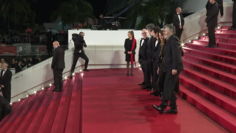 stockvideo's en b-roll-footage met benjamin biolay, chiara mastroianni, camille cottin, vincent lacoste, christophe honore at 'diego maradona' red carpet arrivals - the 72nd cannes... - internationaal filmfestival van cannes