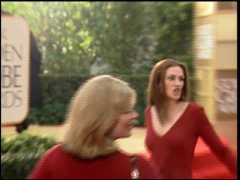 vídeos de stock, filmes e b-roll de benjamin bratt at the 2000 golden globe awards at the beverly hilton in beverly hills, california on january 23, 2000. - benjamin bratt