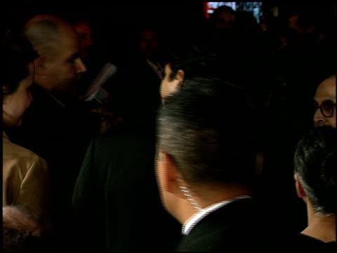 vídeos de stock, filmes e b-roll de benjamin bratt at the 'miss congeniality' premiere at grauman's chinese theatre in hollywood, california on december 14, 2000. - benjamin bratt