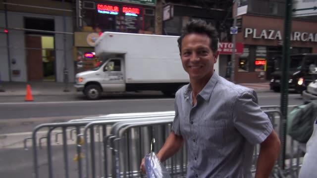 vídeos de stock, filmes e b-roll de benjamin bratt at the 'today' show studio in new york, ny, on 7/2/13. - benjamin bratt