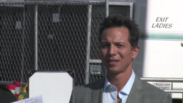 benjamin bratt greets fans at 2012 film independent spirit awards in santa monica ca 02/25/12 - benjamin bratt stock videos & royalty-free footage