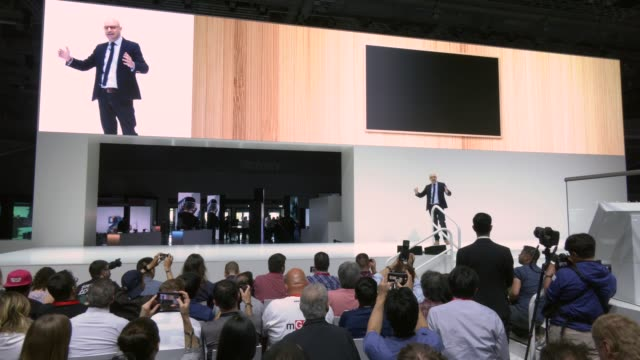 benjamin braun, chief marketing officer, samsung europe attends a samsung press conference at the 2019 ifa home electronics and appliances trade fair... - press conference点の映像素材/bロール