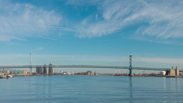 ベンジャミン・フランクリン橋をフィラデルフィアペンシルバニア州 - つり橋点の映像素材/bロール