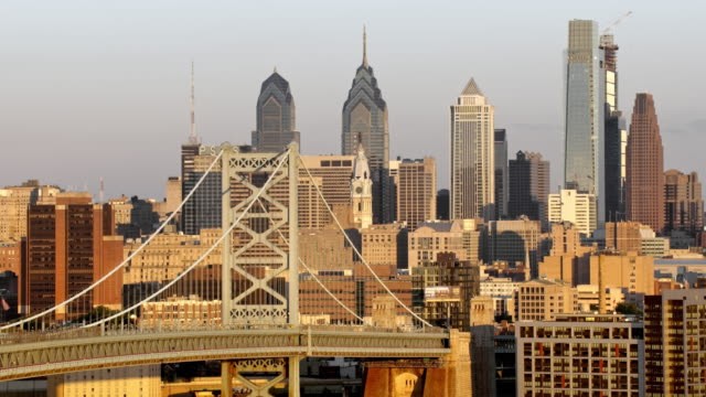 aerial benjamin franklin bridge with center city, philadelphia in the background on a sunny day - philadelphia pennsylvania video stock e b–roll