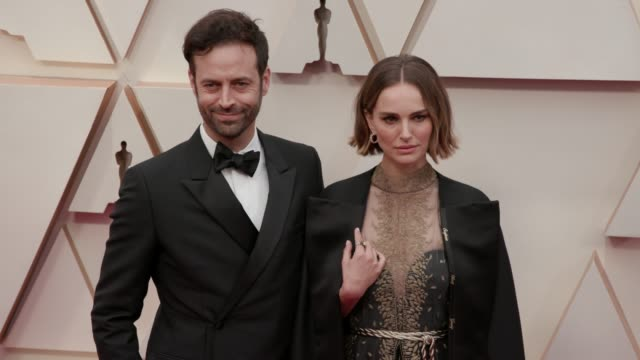 vídeos y material grabado en eventos de stock de benjamin millepied and natalie portman at the 92nd annual academy awards at dolby theatre on february 09 2020 in hollywood california - resolución 4k