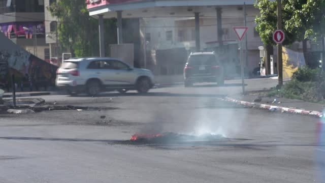 benjamin netanyahu dismisses requests for israel to wind down attacks; palestine: ramallah: ext various shots of burning tyre on road and cars along... - war and conflict stock videos & royalty-free footage