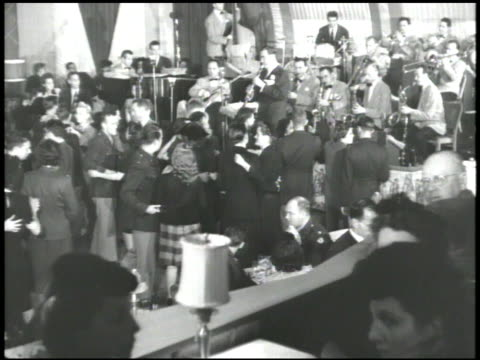 stockvideo's en b-roll-footage met benny goodman playing clarinet w/ band bg women amp soldiers standing sitting at small cocktail tables vs soldiers in uniform men in suits dancing w/... - 1900 1909