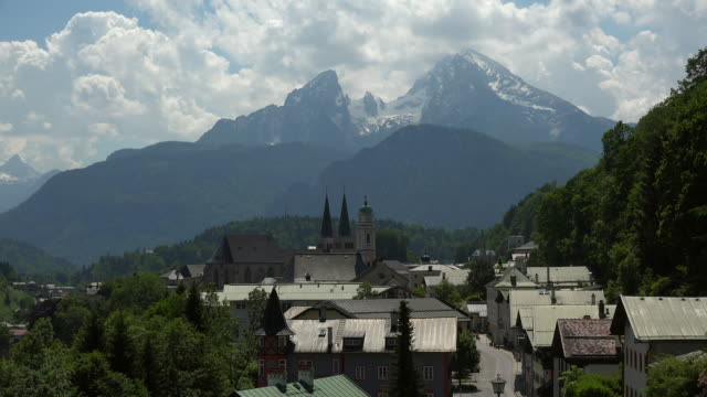stockvideo's en b-roll-footage met berchtesgaden against watzmann mountain (2713m), upper bavaria, bavaria, germany - bavarian alps