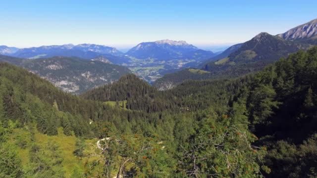 berchtesgadener alpen rund um lake königssee in bayern - alpen stock-videos und b-roll-filmmaterial