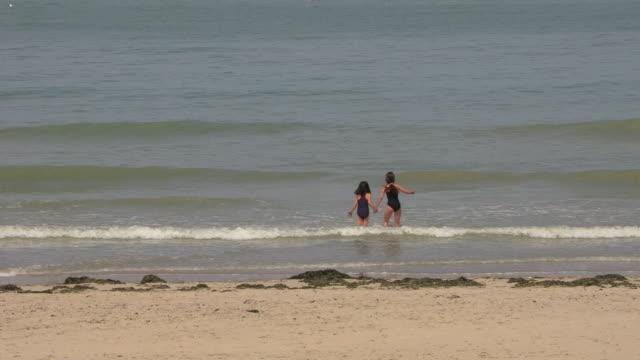 vidéos et rushes de berck-plage beach, france - littoral