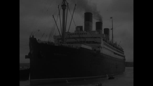 Berengaria steams into Southampton / VS SOTs of MacDonald discussing meetings with US president Roosevelt on economic issues VS HMS Berengaria steams...