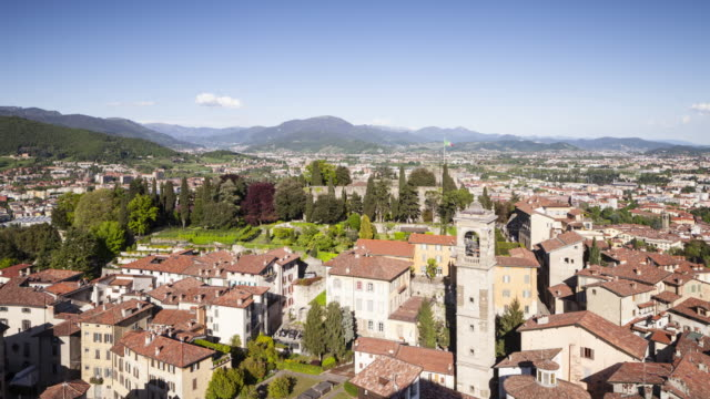 stockvideo's en b-roll-footage met bergamo alta or the bergamo upper in italy. - 16e eeuwse stijl