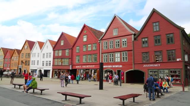 vídeos de stock, filmes e b-roll de bergen, view of the hanseatic buildings of bryggen - armação de janela