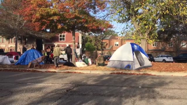 berkeley california police evict homeless from an encampment that was occupied for several weeks the encampment was in a road median on adeline... - 立ち退き点の映像素材/bロール
