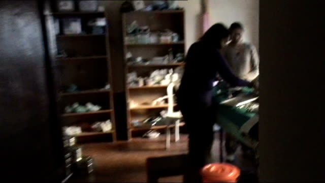 berkshire reading royal berkshire hospital int members of surgical team scrubbing up in operating room india himalayas surgical team in operating... - scrubbing up stock videos and b-roll footage
