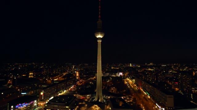 リアルタイムのテレビ塔とベルリン アレクサンダープラッツ - ベルリン点の映像素材/bロール
