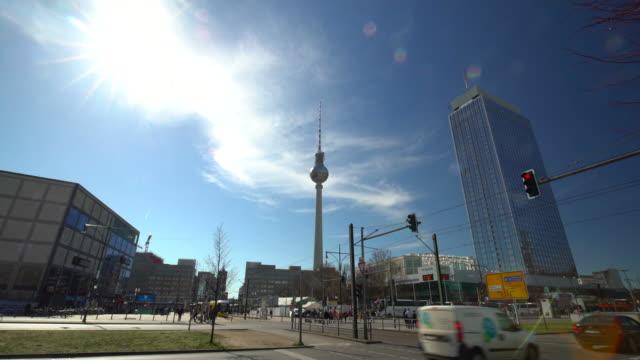 ベルリン テレビ塔、時間の経過と - アレクサンダープラッツ点の映像素材/bロール