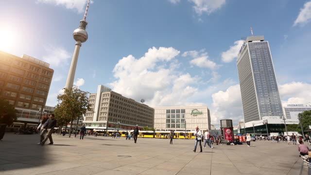 テレビ塔付きベルリンアレクサンダー広場,タイムラプス - アレクサンダープラッツ点の映像素材/bロール