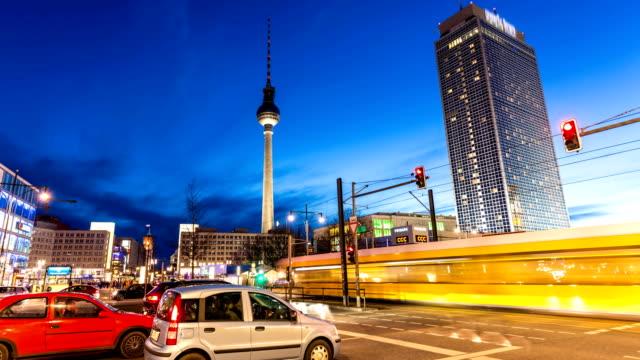 Berlin Alexanderplatz avec la tour de télévision, Time Lapse