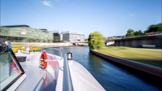 berlin boat time lapse - museum stock-videos und b-roll-filmmaterial