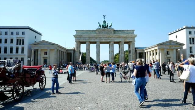 T/L PAN Berlin Brandenburg Gate and Pariser Platz (4K/UHD to HD)