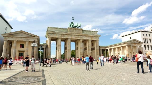 stockvideo's en b-roll-footage met berlin, brandenburg gate - brandenburgse poort
