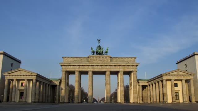 berlin, brandenburg gate with no people, clouds looping - flicker bird stock videos & royalty-free footage