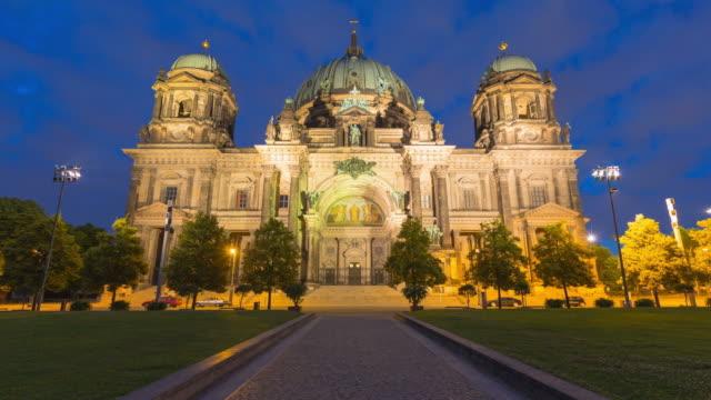 berlin cathedral hyperlapse from night to day with dynamic clouds and lights - dom bildbanksvideor och videomaterial från bakom kulisserna