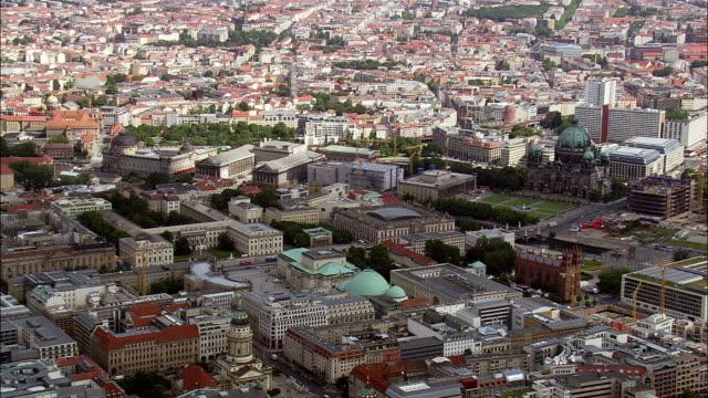 vídeos de stock, filmes e b-roll de catedral de berlim - east berlin