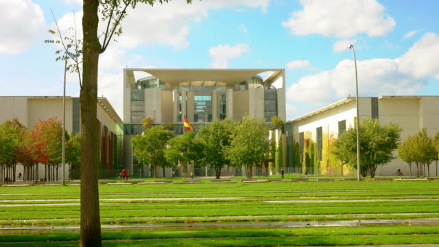 berlin chancellery building bundeskanzleramt wide and sunny - chancellor of germany stock videos & royalty-free footage