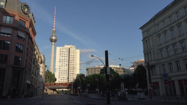 berlin cinemagraphs, hackescher markt with evening light - markt stock videos & royalty-free footage