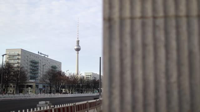 berlin cityscape - 尖り屋根点の映像素材/bロール