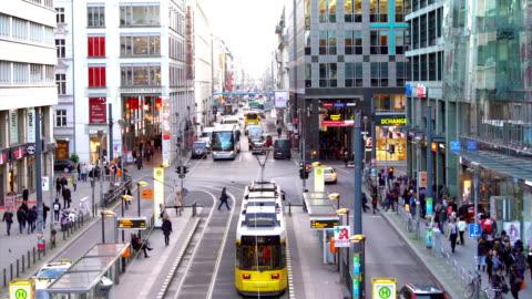 vídeos y material grabado en eventos de stock de berlín friedrichstrasse, time lapse - berlín