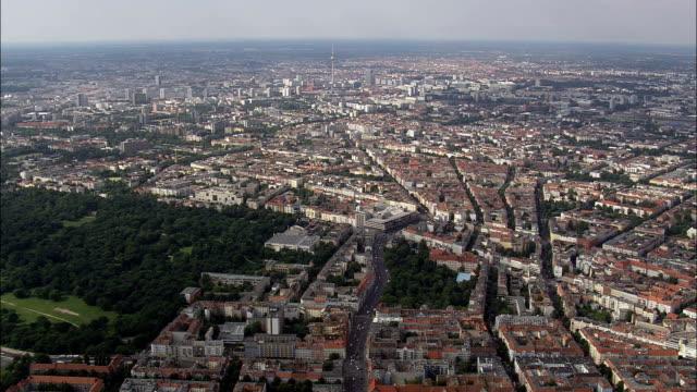 vídeos de stock, filmes e b-roll de berlim da leste - vista aérea - berlim, berlim, stadt, alemanha - east berlin