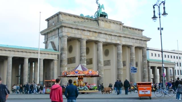 berlin germany brandenberg gate and celebration party at city center - 美術工芸品点の映像素材/bロール