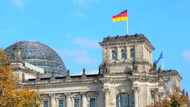 berlin germany reichstag building famous city center near brandenberg gate - parliament building点の映像素材/bロール