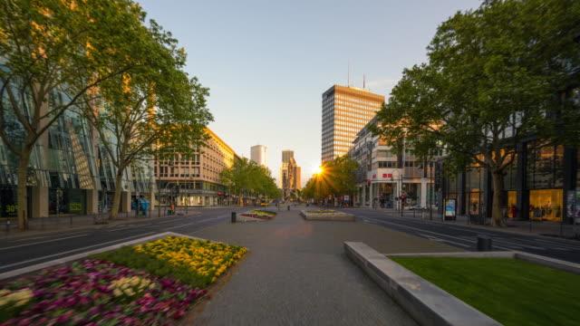 berlin kurfürstendamm hyperlapse summer sunrise scene with traffic - stadtansicht stock-videos und b-roll-filmmaterial