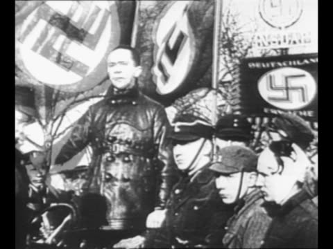 berlin nazi party official joseph goebbels speaks emphatically at propaganda march of sa stormtroopers in 1929 berlin, with swastikas on flags behind... - 1920 1929 stock-videos und b-roll-filmmaterial