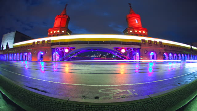 Berlin Oberbaumbrücke Night Timelapse with dynamic Lights and Traffic