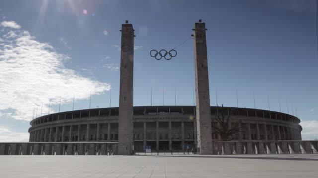berlin olympic stadium timelapse - オリンピックスタジアム点の映像素材/bロール