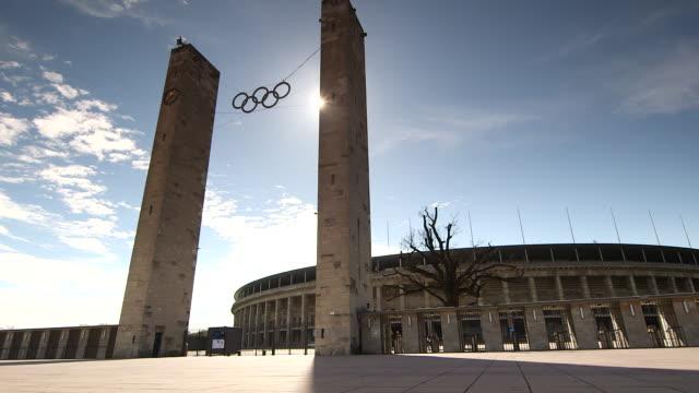 berlin olympic stadium - オリンピックスタジアム点の映像素材/bロール