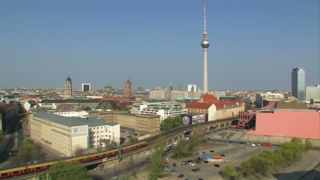 ベルリンのパノラマに広がる眺め-hd - アレクサンダープラッツ点の映像素材/bロール