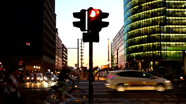 berlin potsdamer platz by sunset, time lapse - traffic light stock videos & royalty-free footage