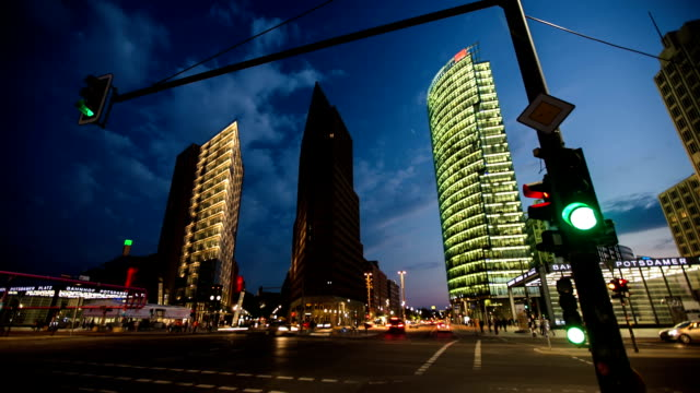 time lapse: berlin potsdamer platz - traffic light stock videos & royalty-free footage