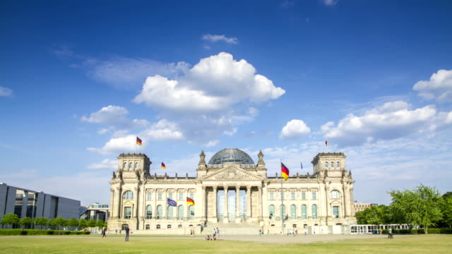 berlin reichstag 4k time lapse of german parliament building - election stock videos & royalty-free footage