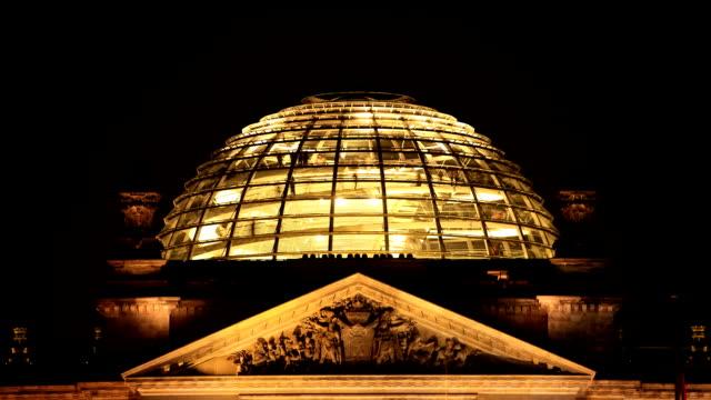 vídeos y material grabado en eventos de stock de berlín reichstag dome timelapse - cúpula