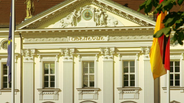 berlin schloss bellevue palace, residence of the federal president of germany, detail - frontgiebel stock-videos und b-roll-filmmaterial