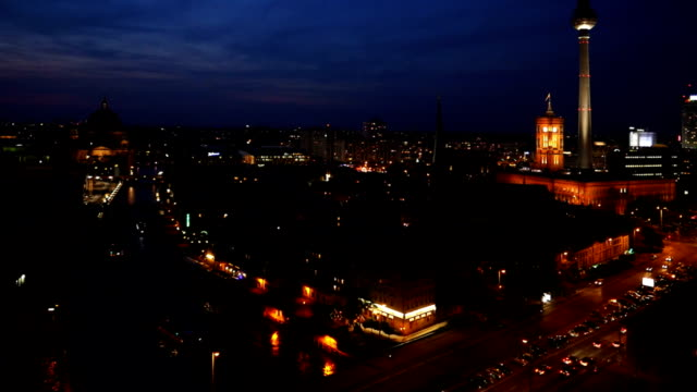 tu t /l ベルリンで美しいブルーの時間 - ベルリン点の映像素材/bロール