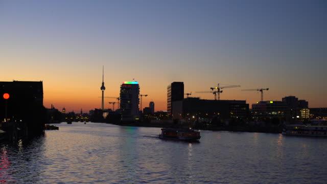 Berlin Skyline während dem Sonnenuntergang
